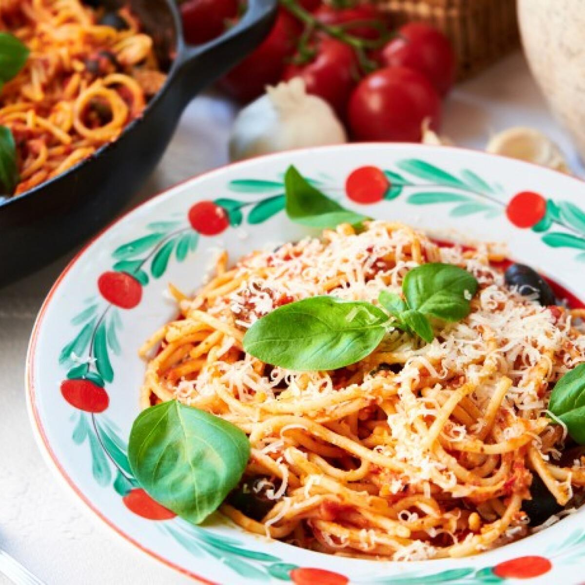 Ezen a képen: Spaghetti alla Puttanesca