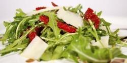 Ruccola saláta szárított paradicsommal