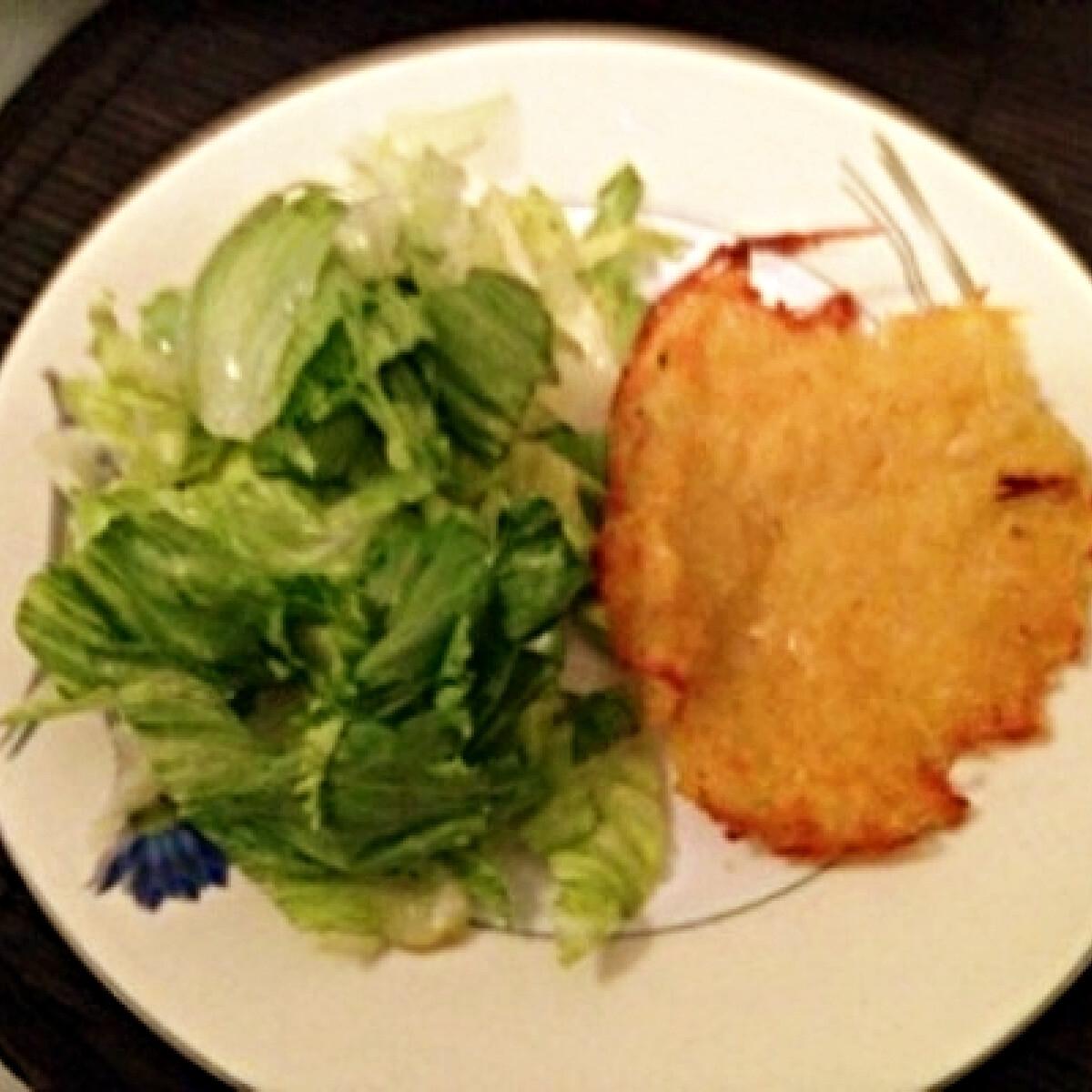 Ezen a képen: Tócsni tojás nélkül salátával