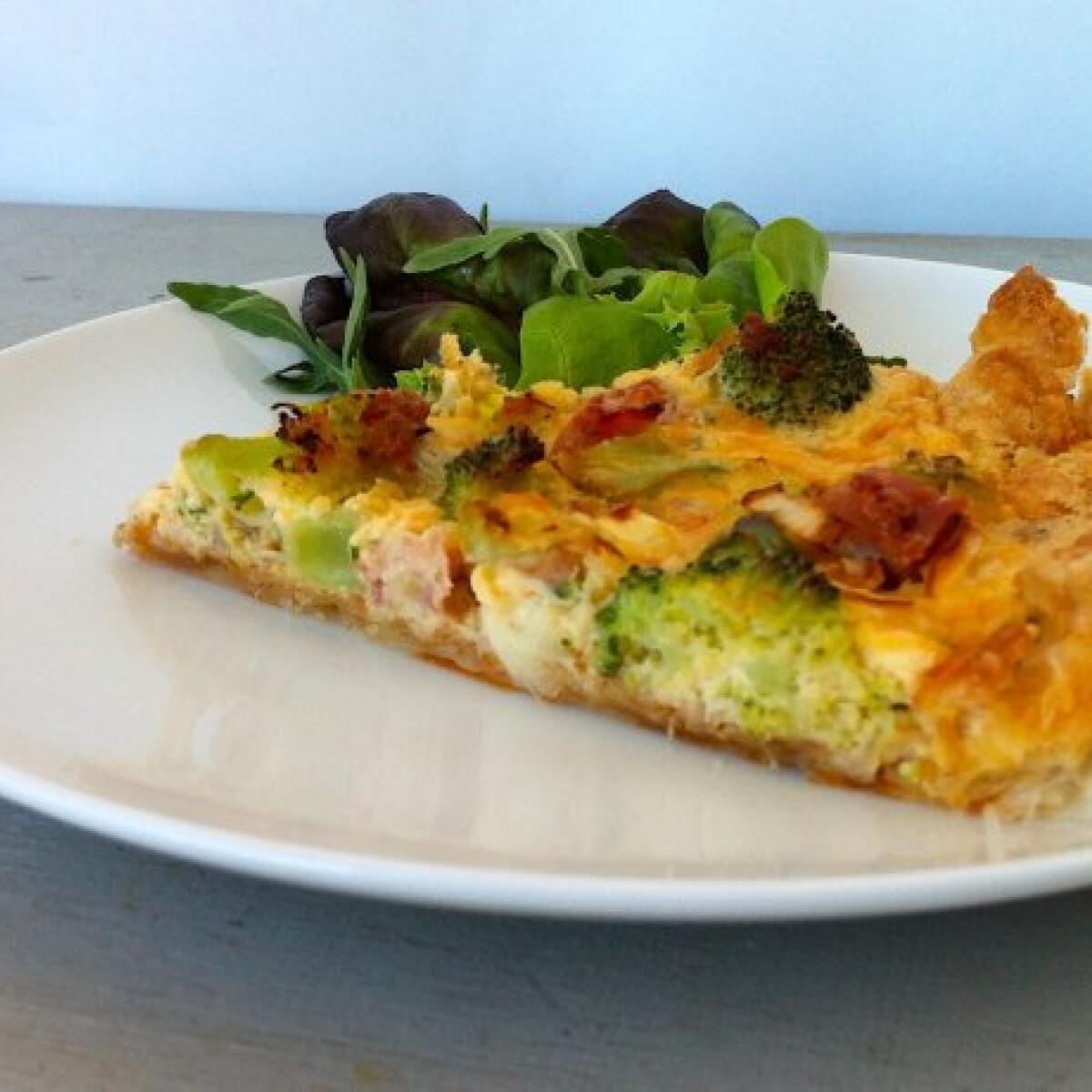 Ezen a képen: Sonkás-brokkolis quiche