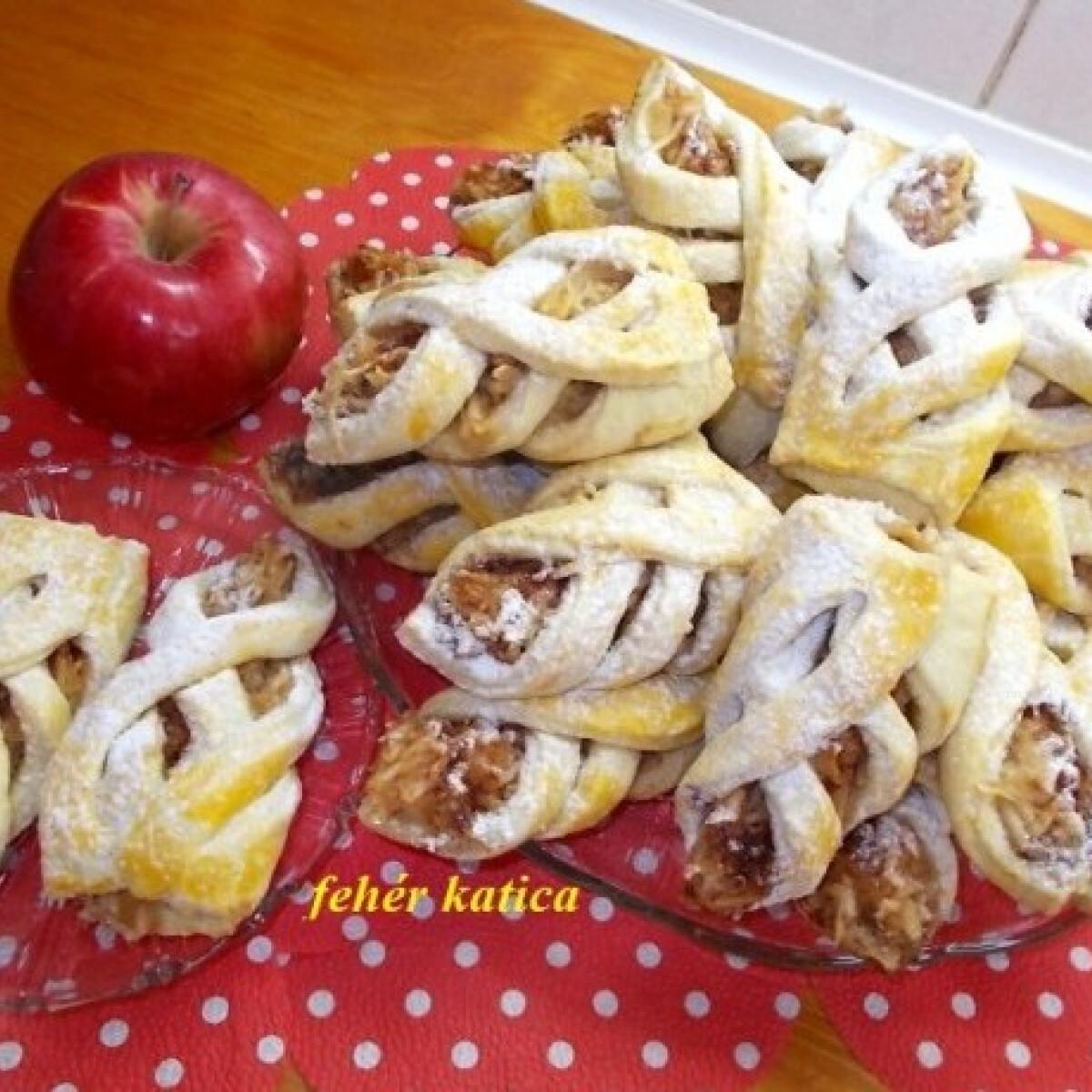 Ezen a képen: Almás süti Katicától