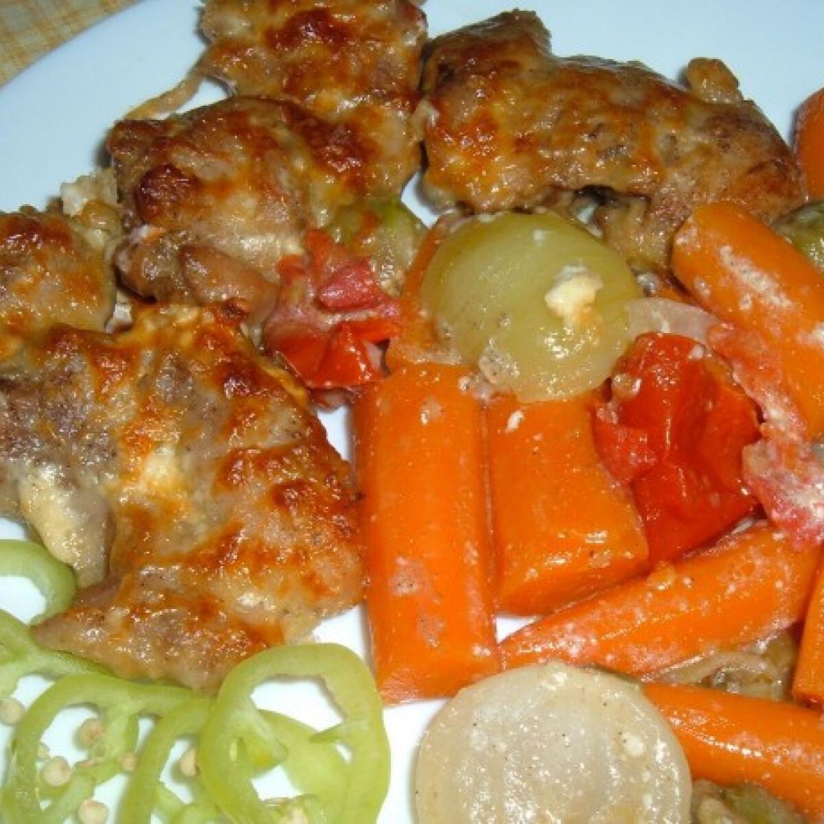 Ezen a képen: Filézett csirkecomb zöldségágyon