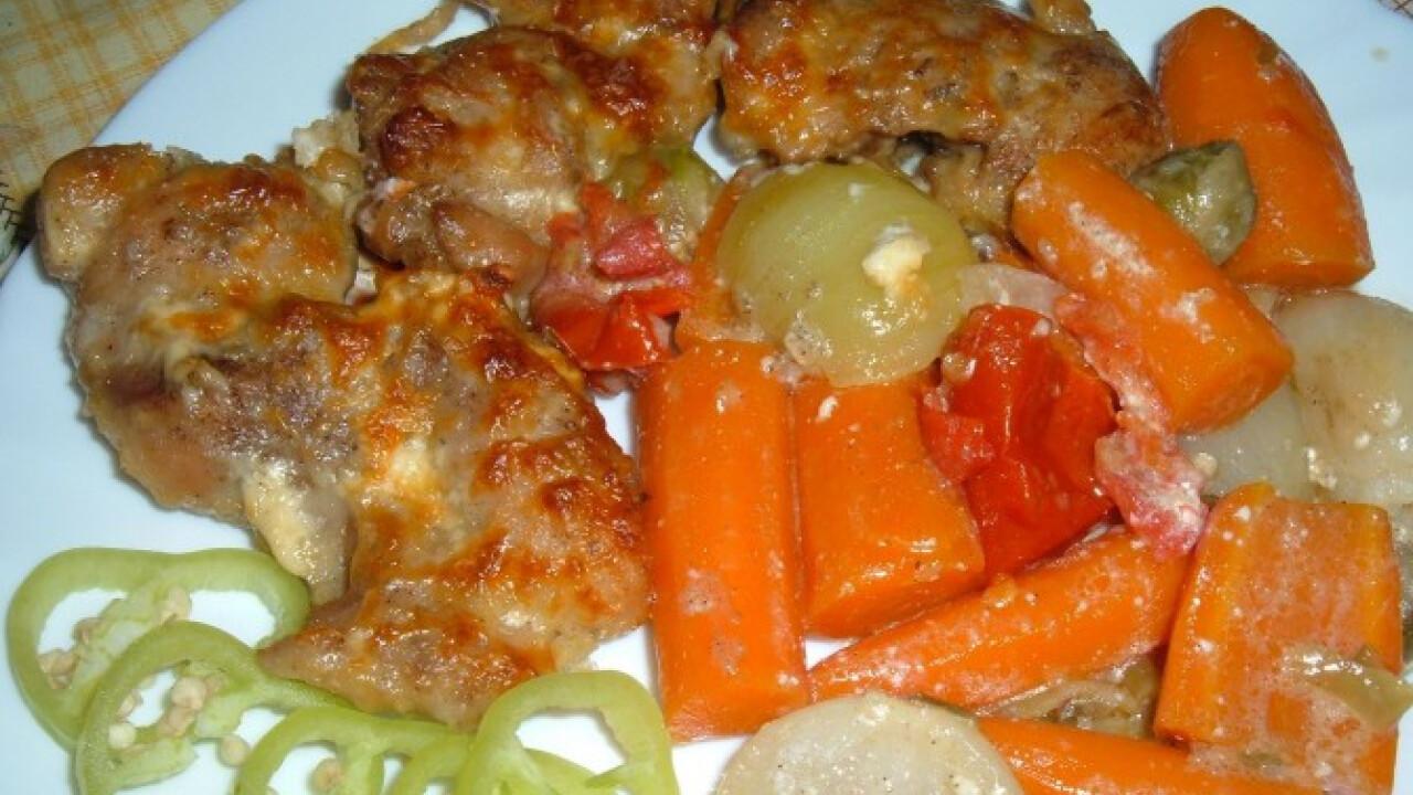 Filézett csirkecomb zöldségágyon