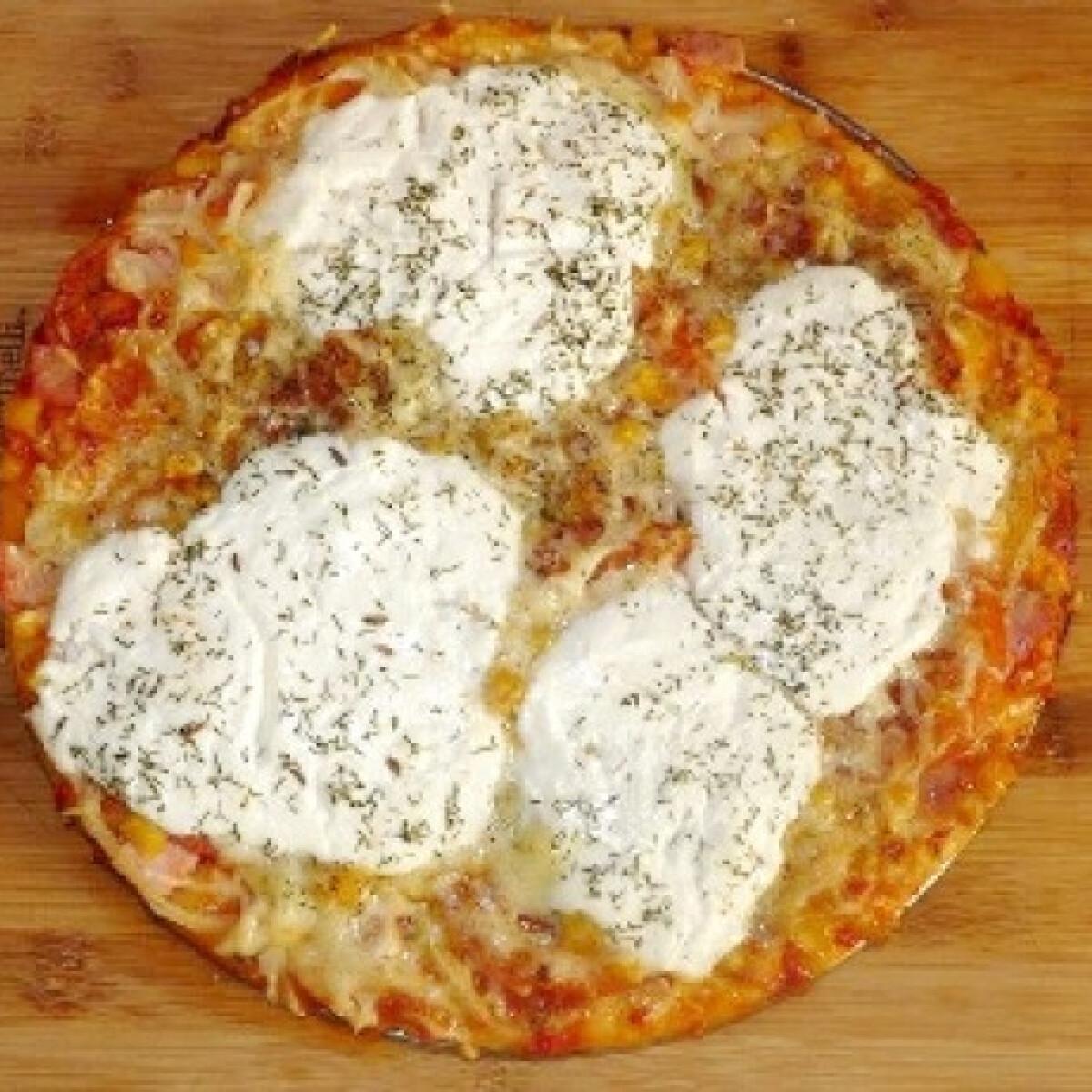 Ezen a képen: Erős ínyenc pizza