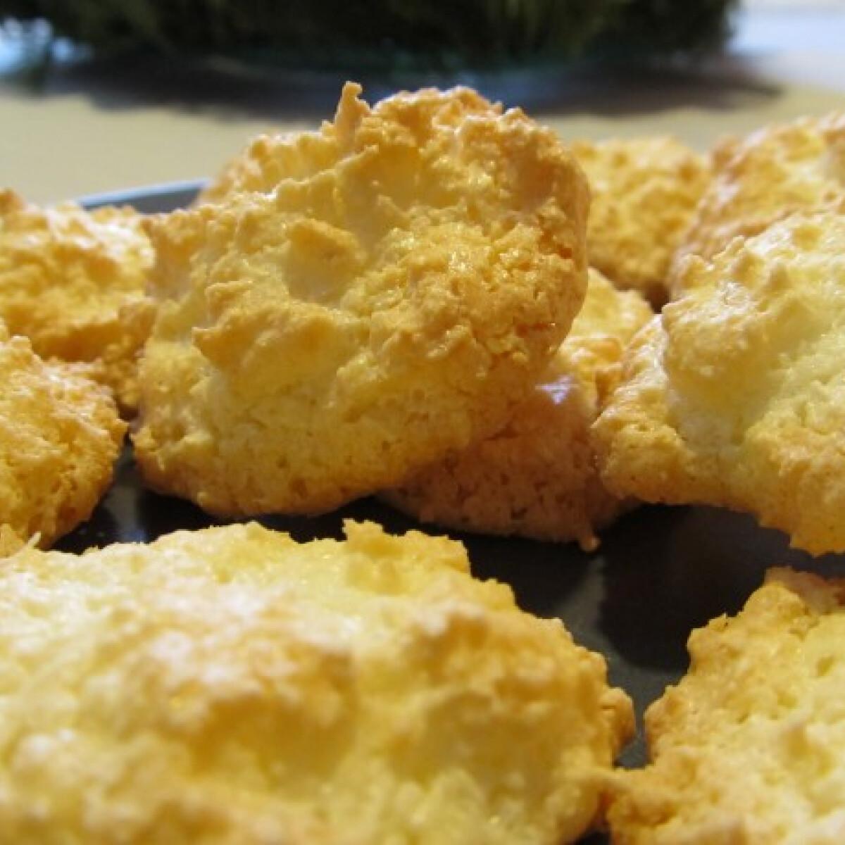 Ezen a képen: Kókuszcsók Helga konyhájából