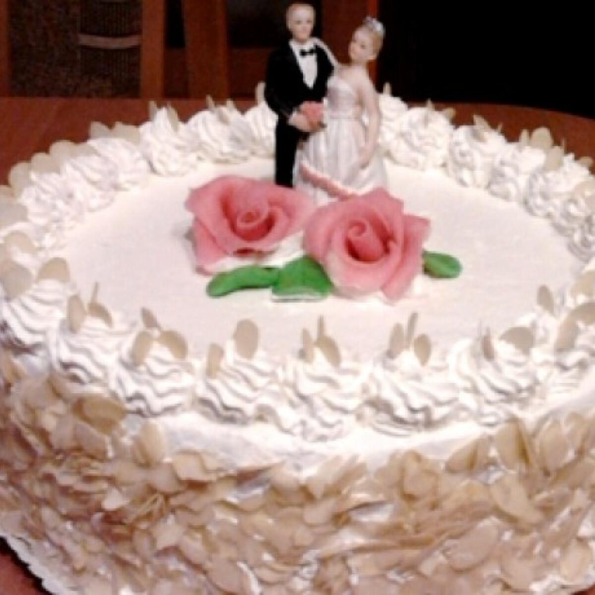 Ezen a képen: Esküvői gesztenyetorta