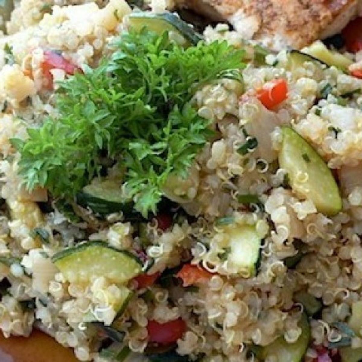 Ezen a képen: Cukkinis quinoa