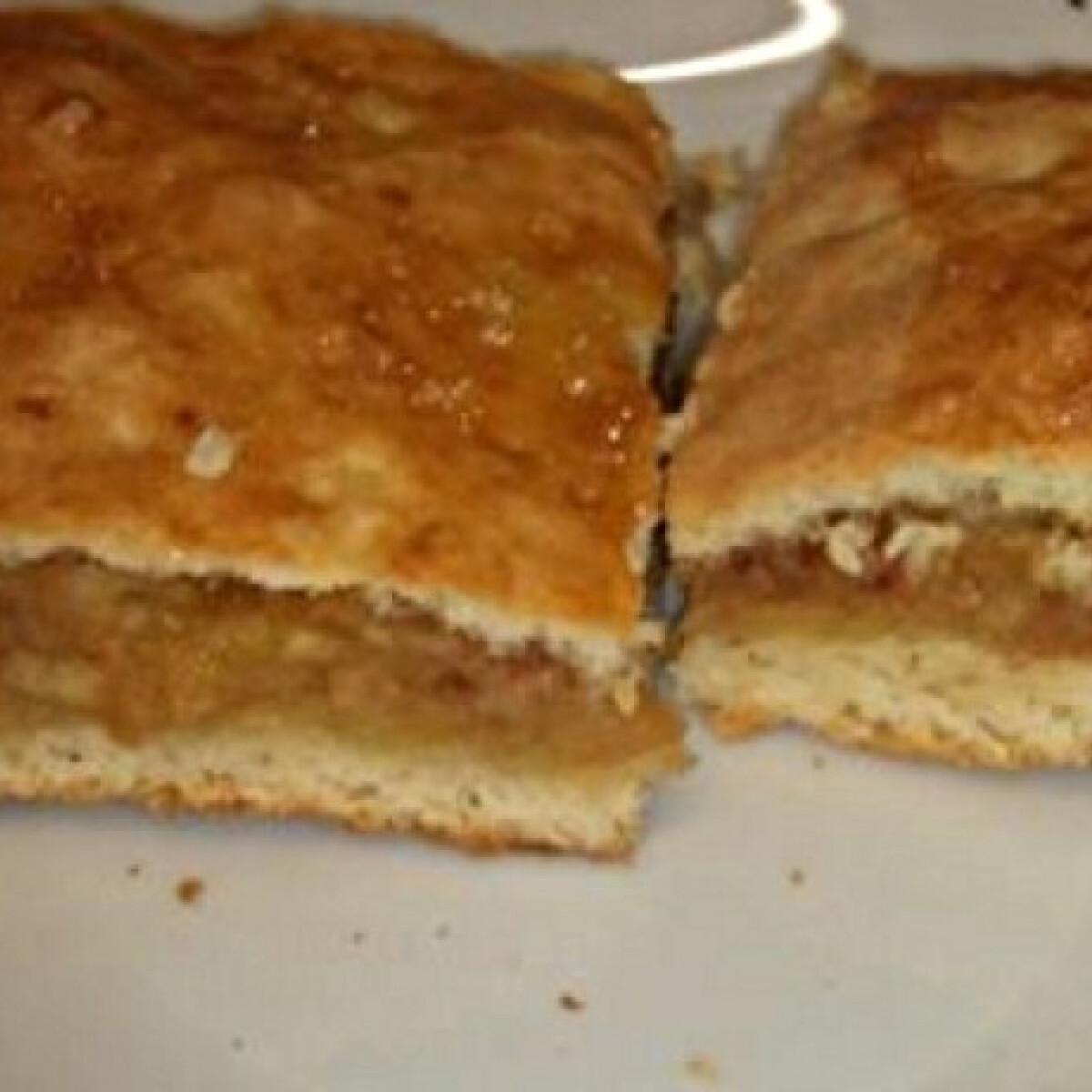 Ezen a képen: Karamellizált almás pite házilag