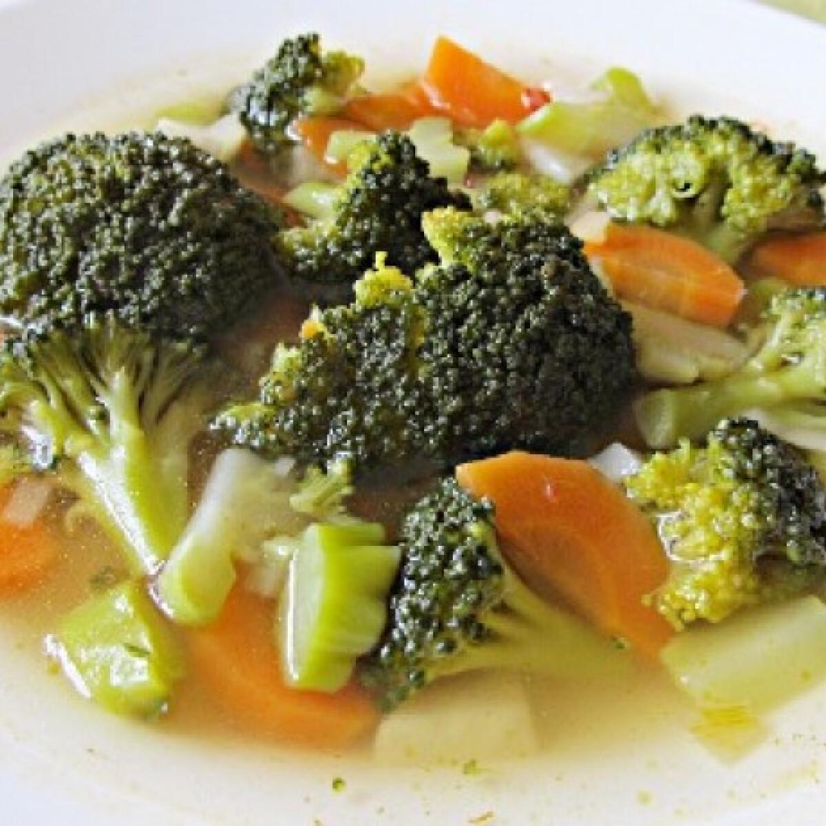 Ezen a képen: Zöldségleves brokkolival