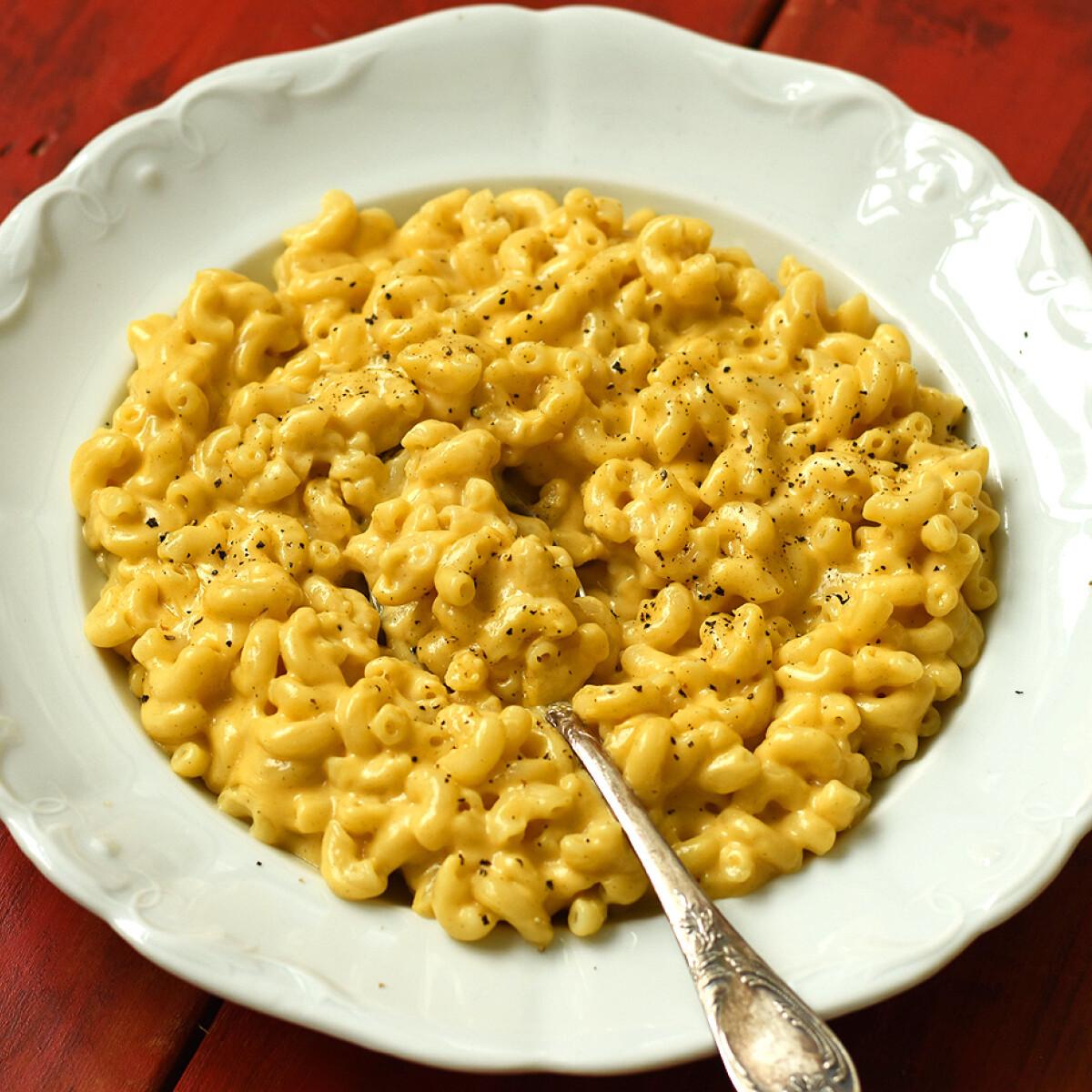Ezen a képen: Legegyszerűbb Mac and Cheese