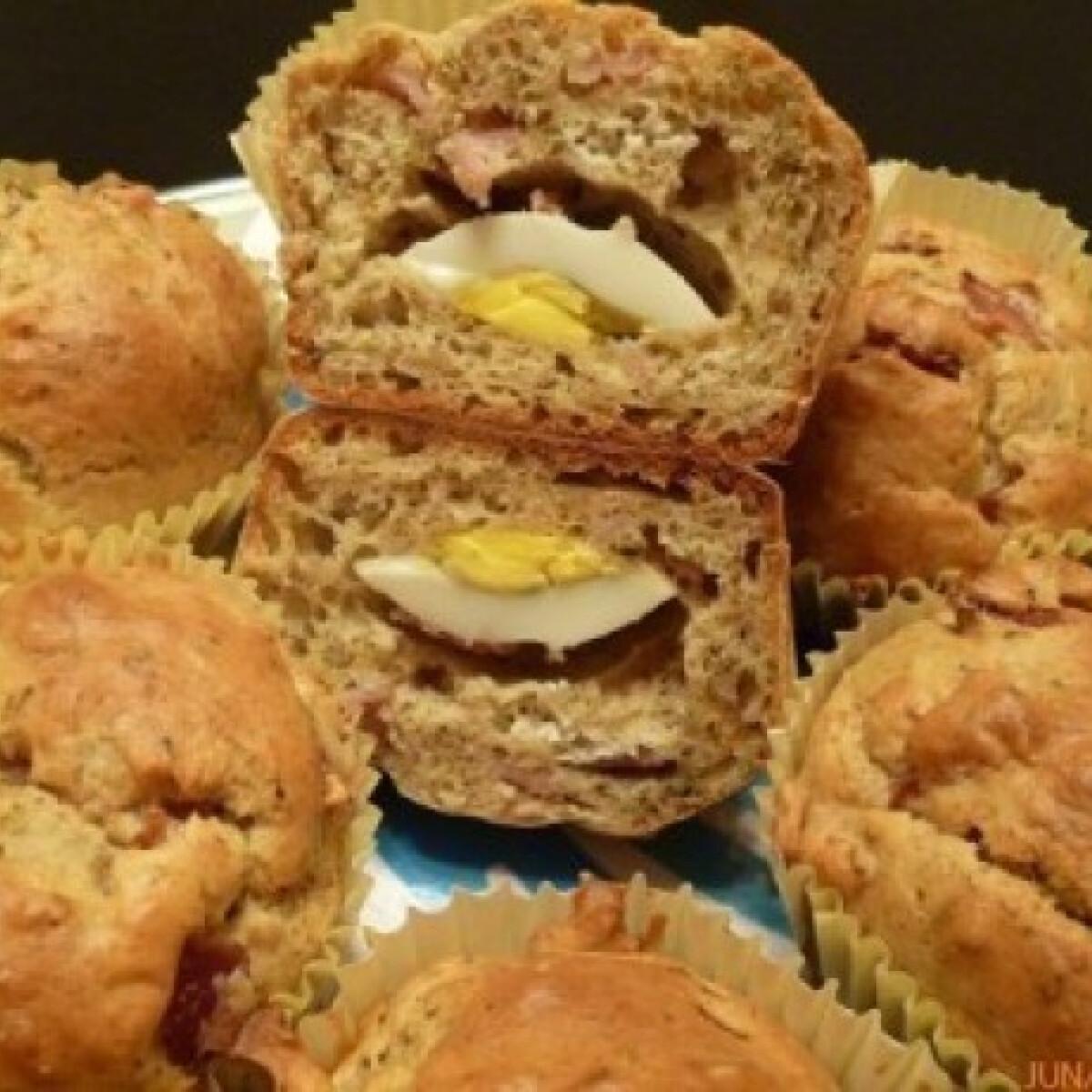 Ezen a képen: Sonkás-sajtos muffin