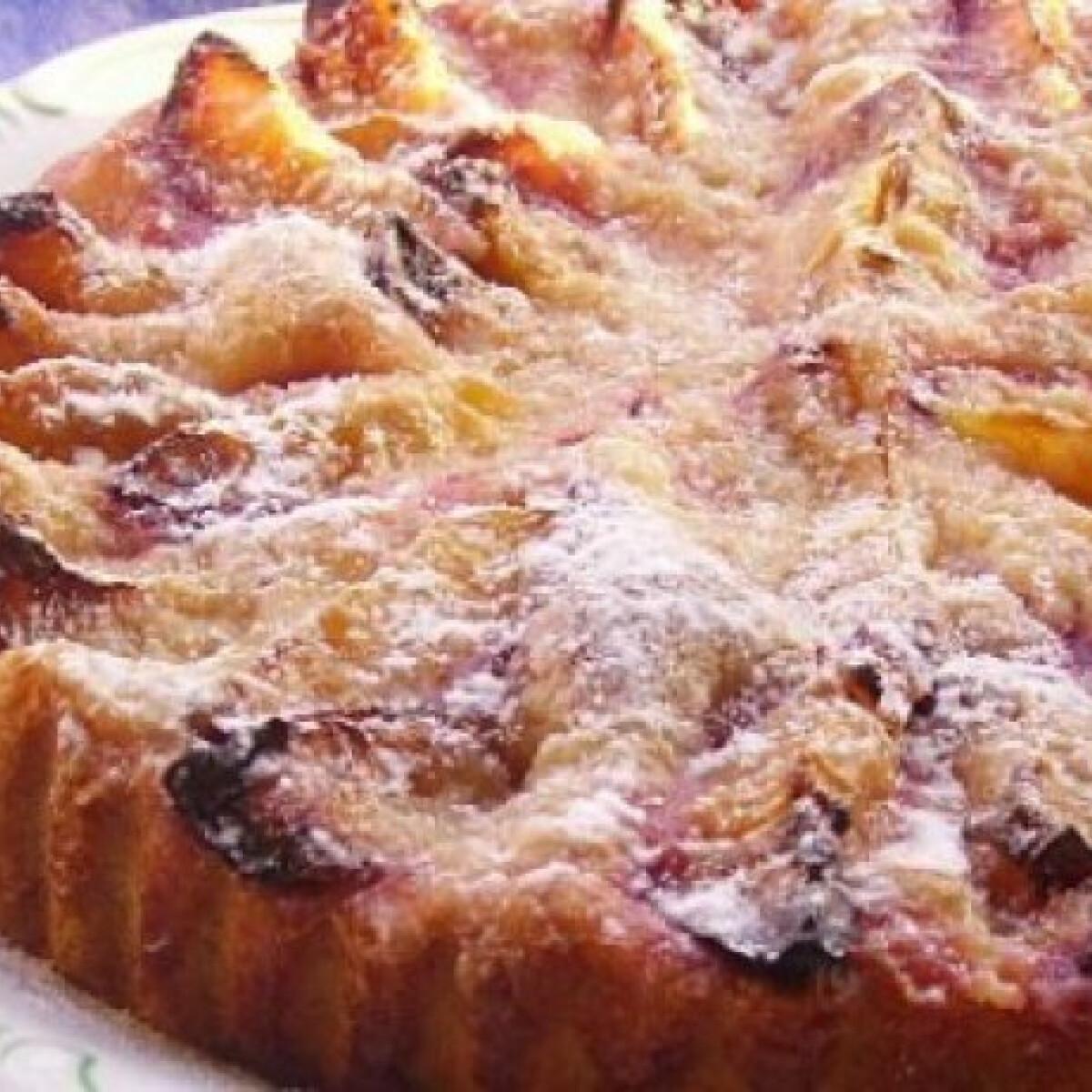 Ezen a képen: Szilvatorta kelt tésztából