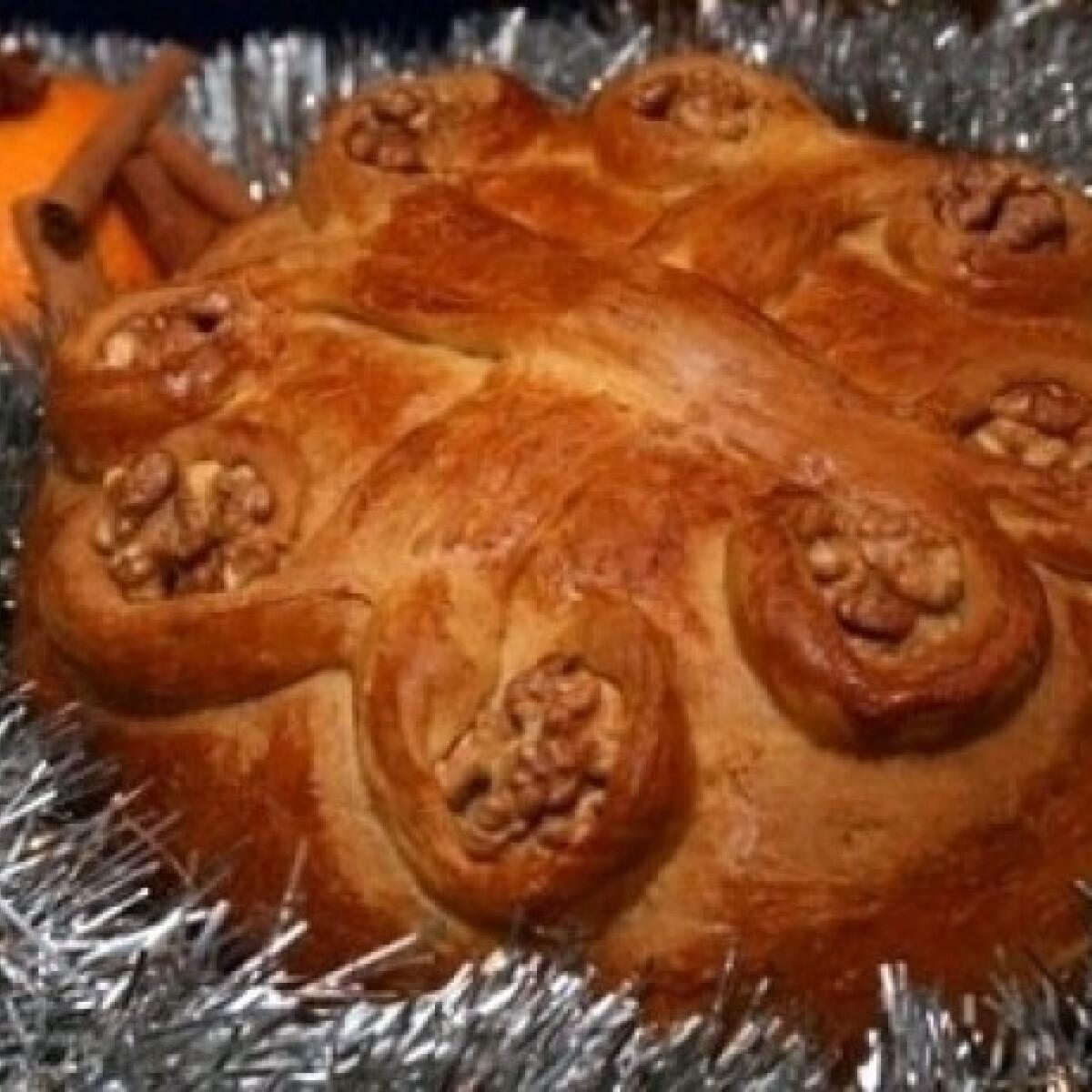 Ezen a képen: Görög karácsonyi kalács