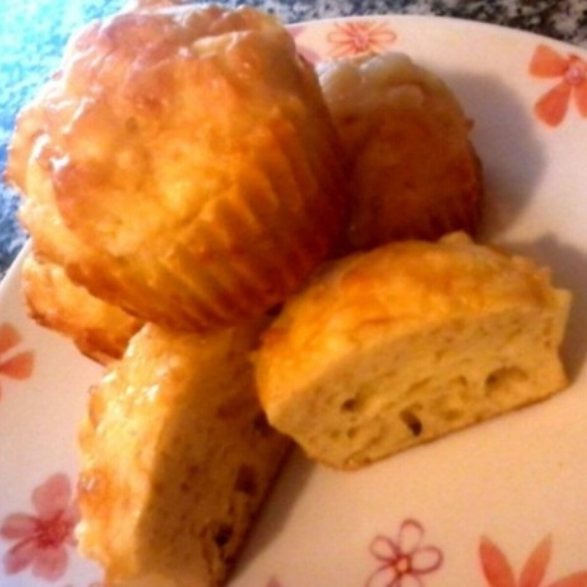 Ezen a képen: Sajtos hagymás muffin