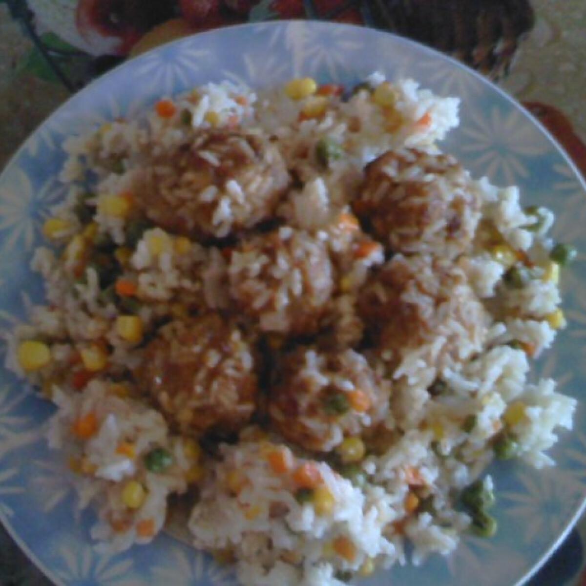 Húsgombócok zöldséges rizsen