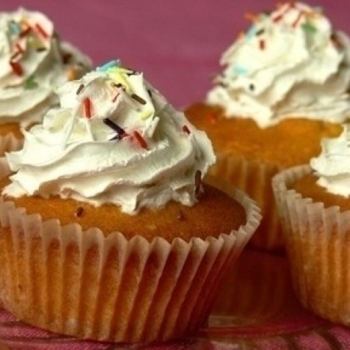 Ezen a képen: Marcipános muffin