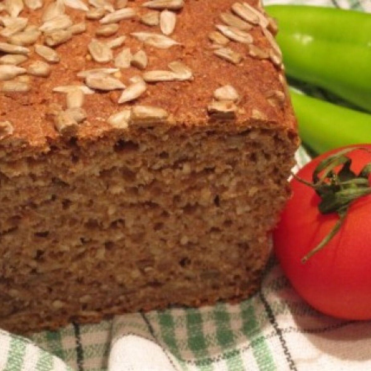 Ezen a képen: Magos kenyér Katharosz konyhájából