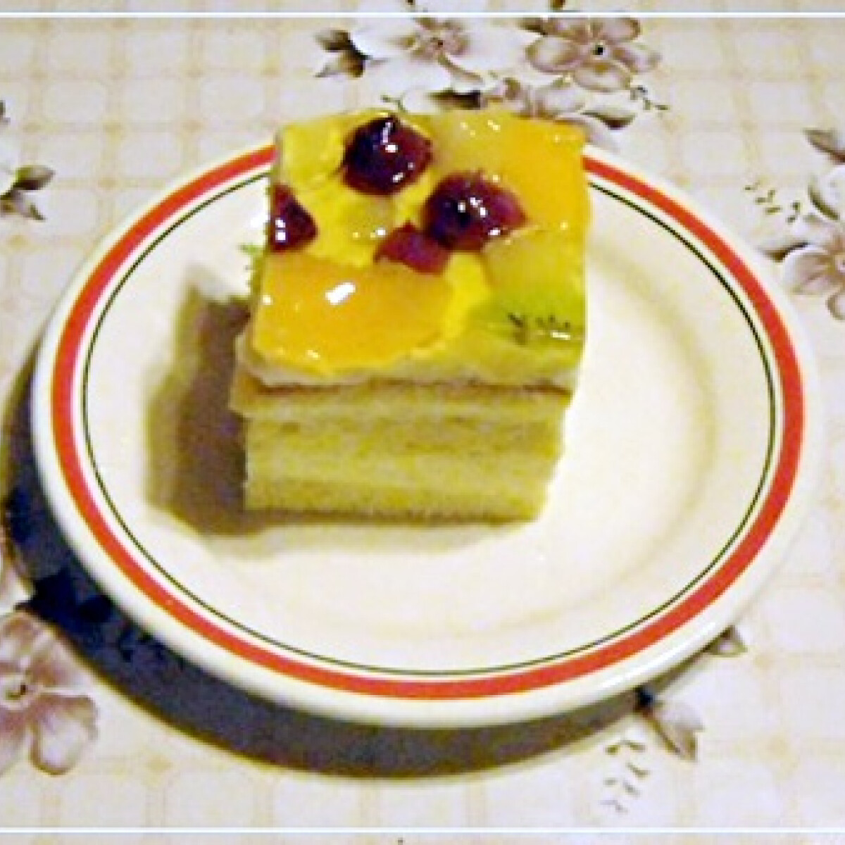 Ezen a képen: Gyümölcsös krémes Nikóka konyhájából
