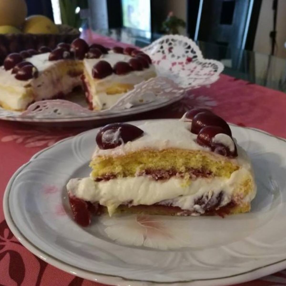 Ezen a képen: Cseresznyés-mascarponés apáknapi torta