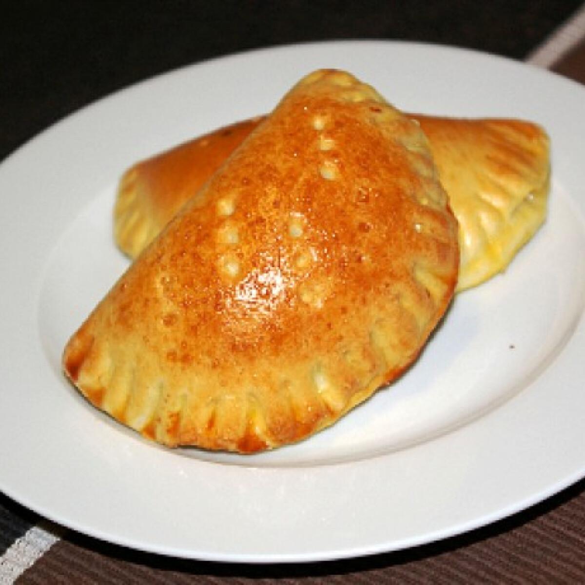 Ezen a képen: Káposztás piroski-пирожки c капустой