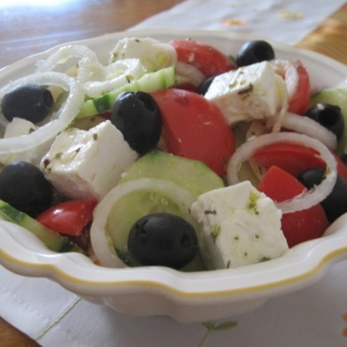 Ezen a képen: Görög saláta Éva konyhájából