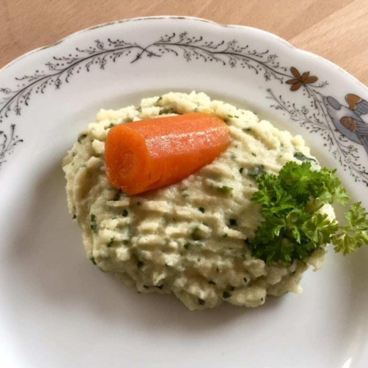 Levesben főtt zöldségpüré