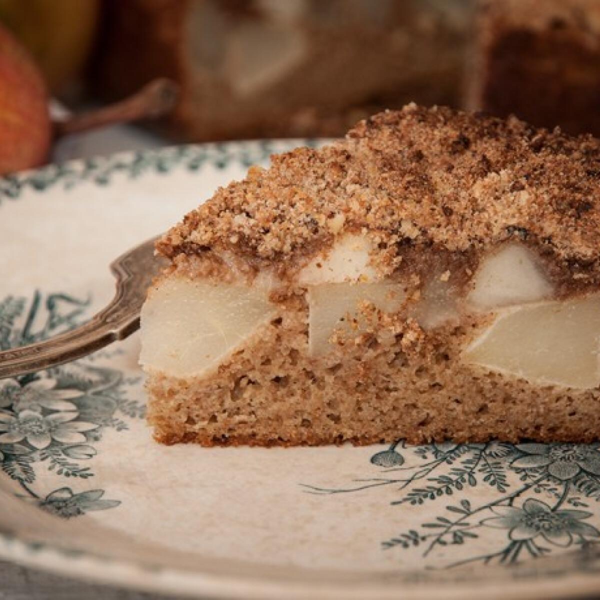 Ezen a képen: Körtés-morzsás süti