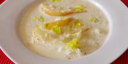 Gorgonzolás-tejszínes leves körtével
