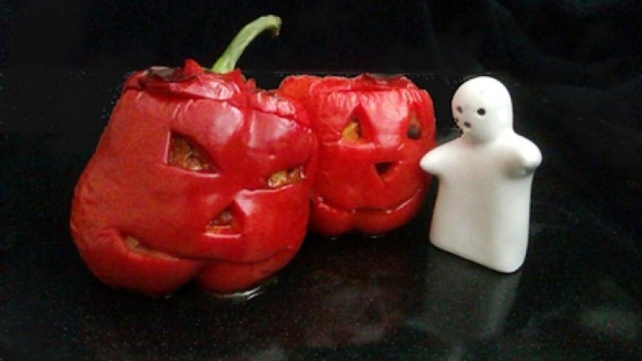 Chilis bab Halloweenra