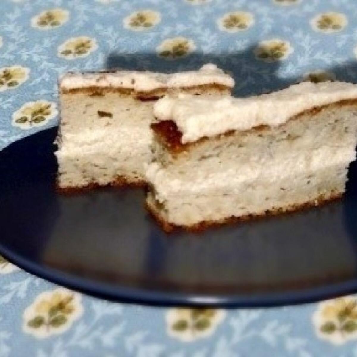 Ezen a képen: Almás piskóta vaníliakrémmel