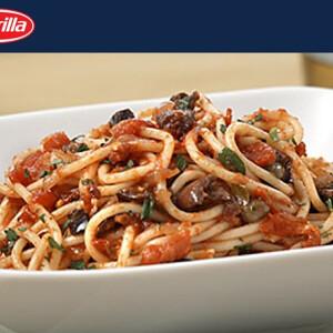 Spagetti fűszeres paradicsomszósszal