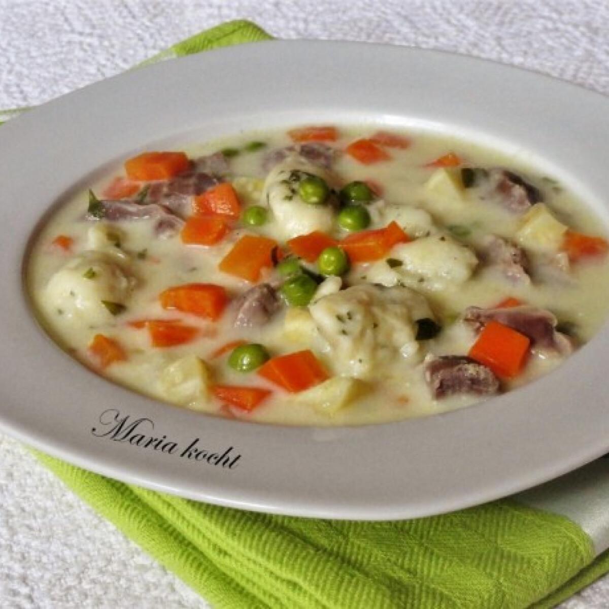 Ezen a képen: Csirkezúzás leves égetett-tészta-galuskával