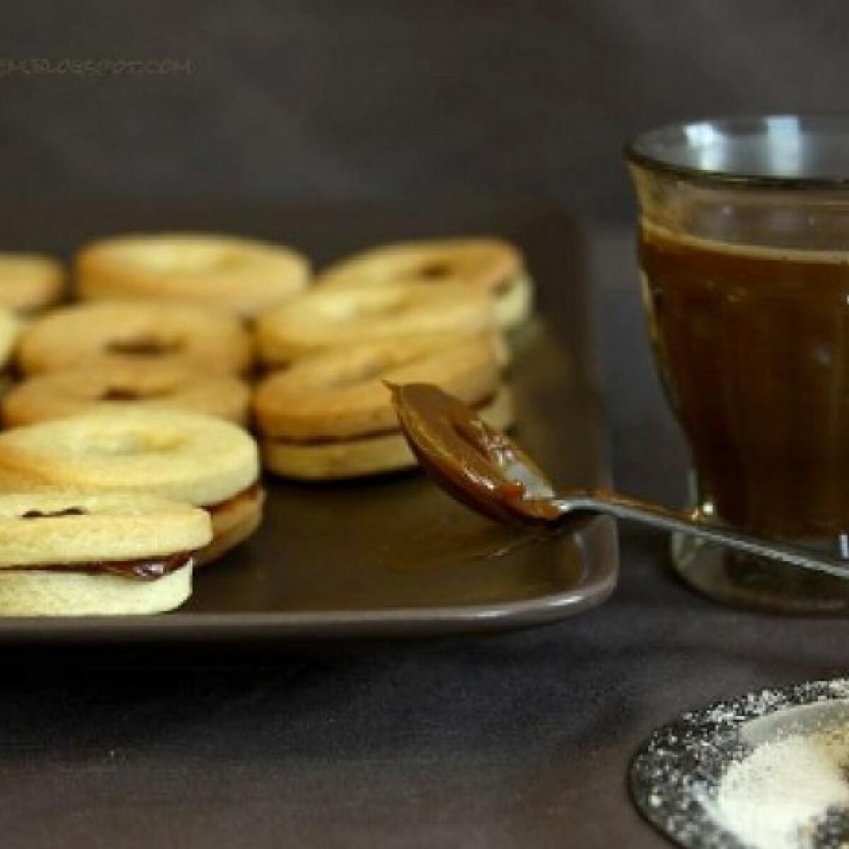 Ezen a képen: Tejkaramellával töltött keksz