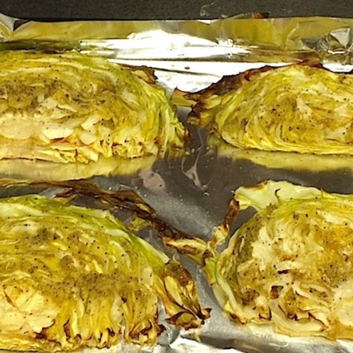 Ezen a képen: Sütőben sült olaszos ropogós káposzta