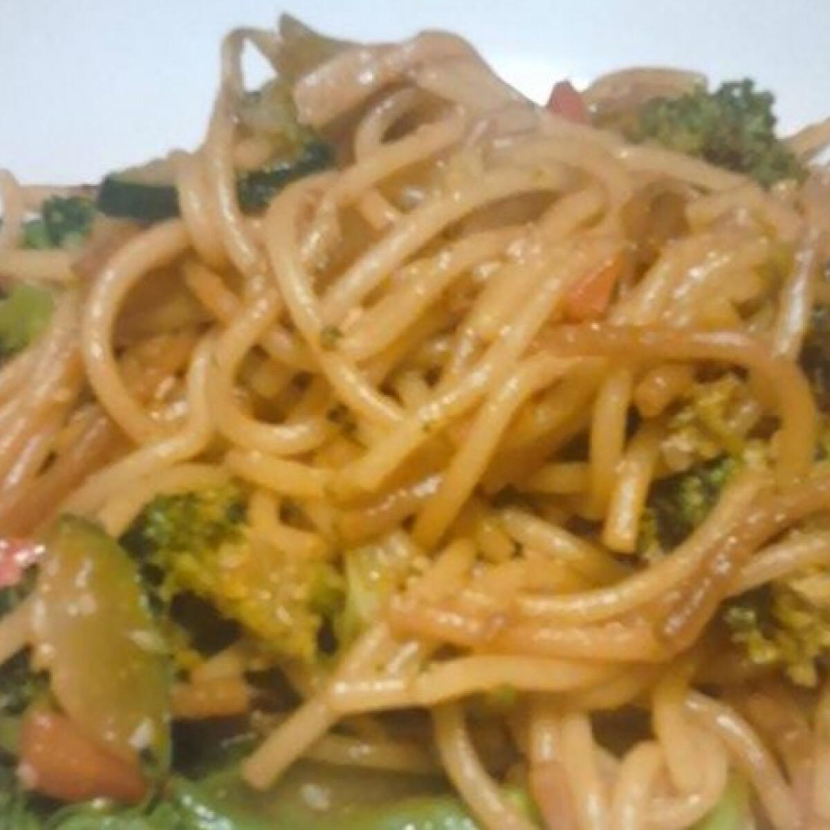 Brokkolis-szezámmagos tészta