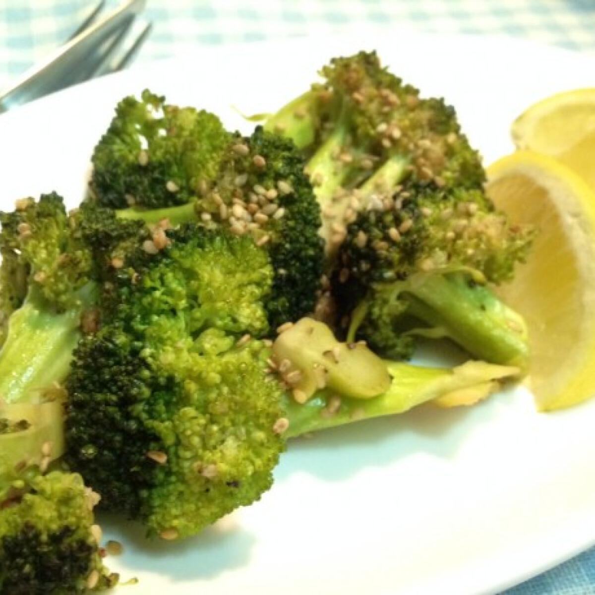 Szezámmagos fokhagymás sült brokkoli citrommal
