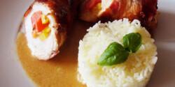 Csirkemell tekercs paprikával és gorgonzolával