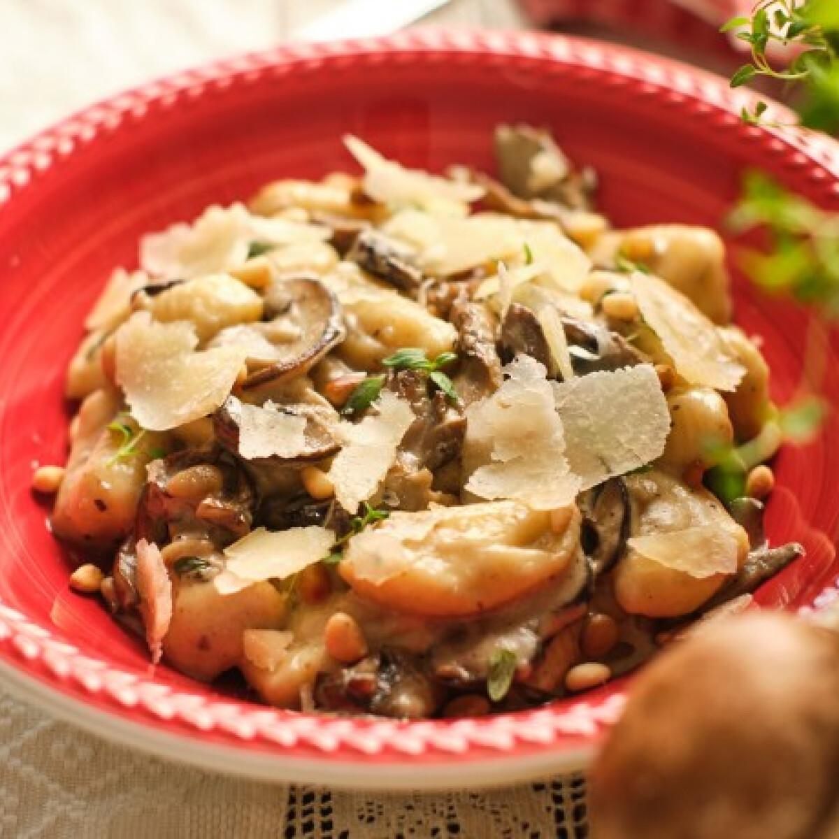 Ezen a képen: Gnocchi ai funghi, az őszi gombás gnocchi