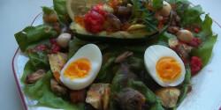 Kagylós-ringlis töltött avokádó salátaágyon