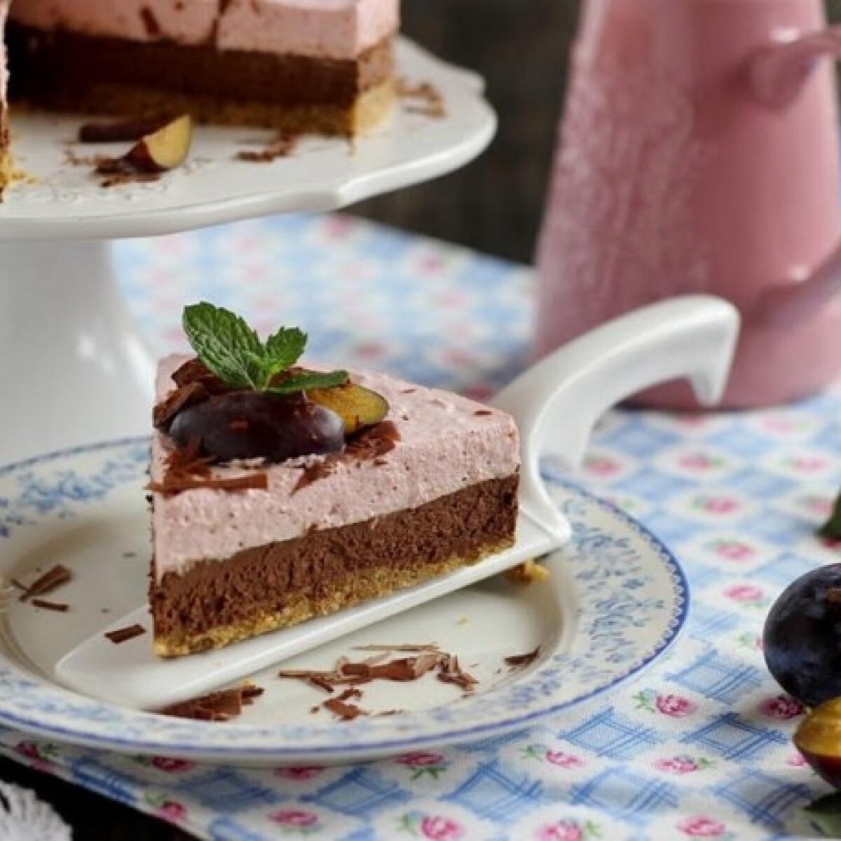Ezen a képen: Csokoládés szilvás mousse torta