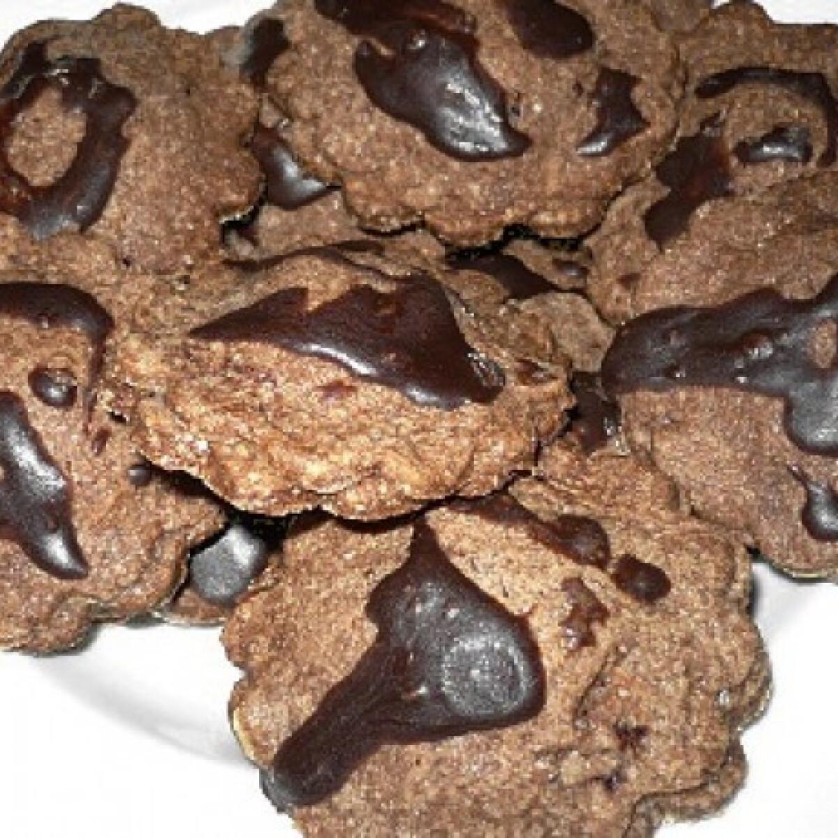 Ezen a képen: Csokoládés-marcipános aprósütemény