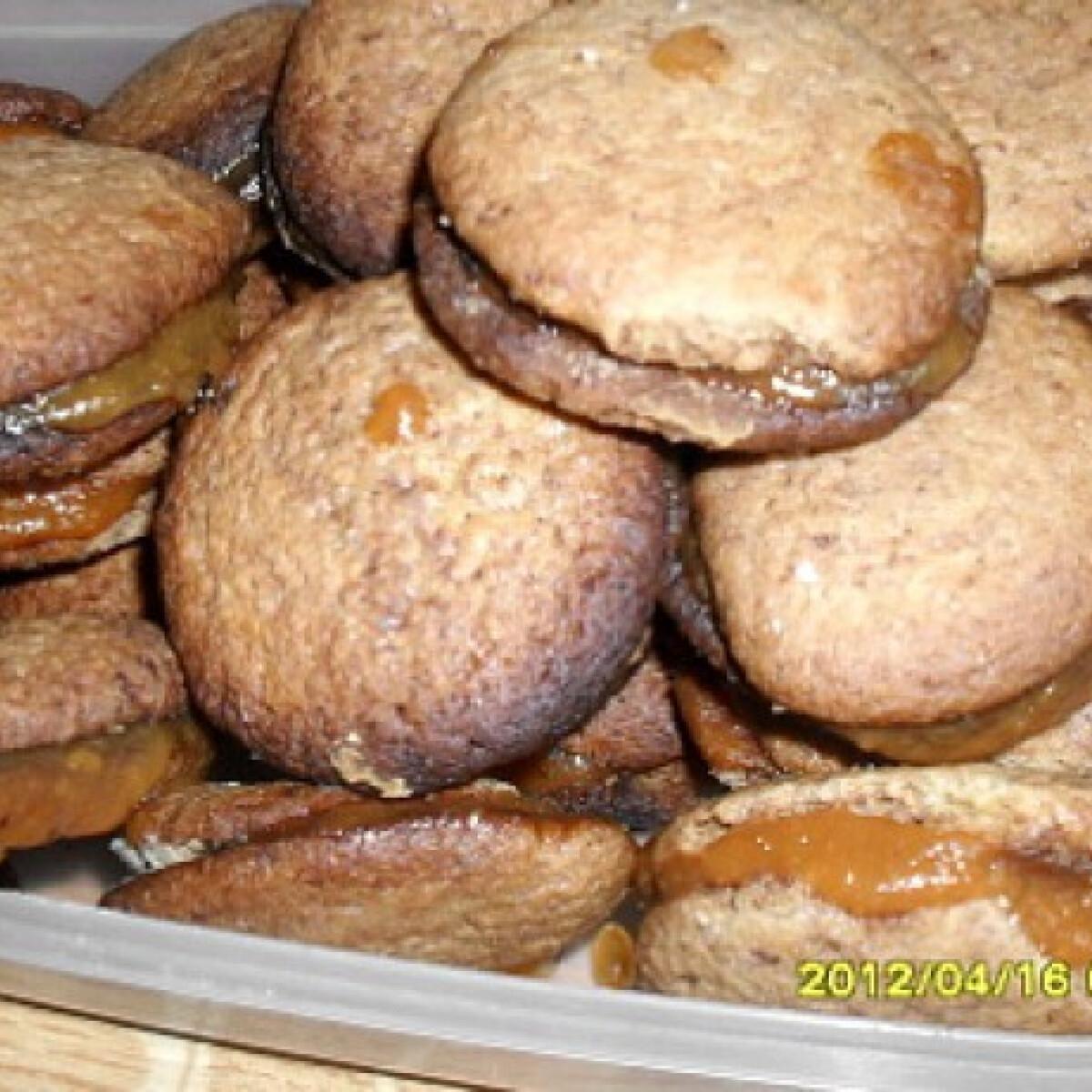 Ezen a képen: Lekvárral töltött kakaós kekszek
