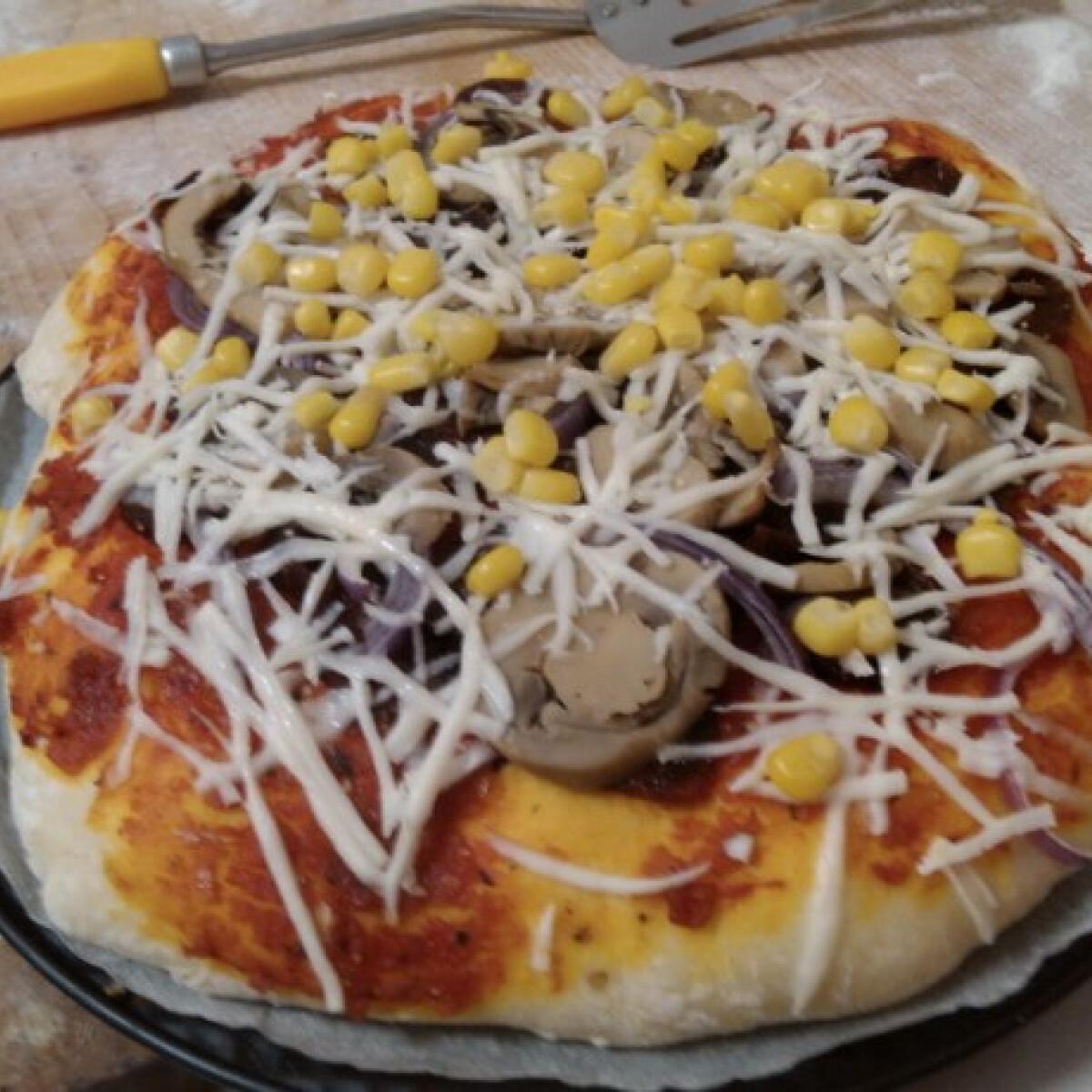 Ezen a képen: Kolbászos pizza Ciccke konyhájából