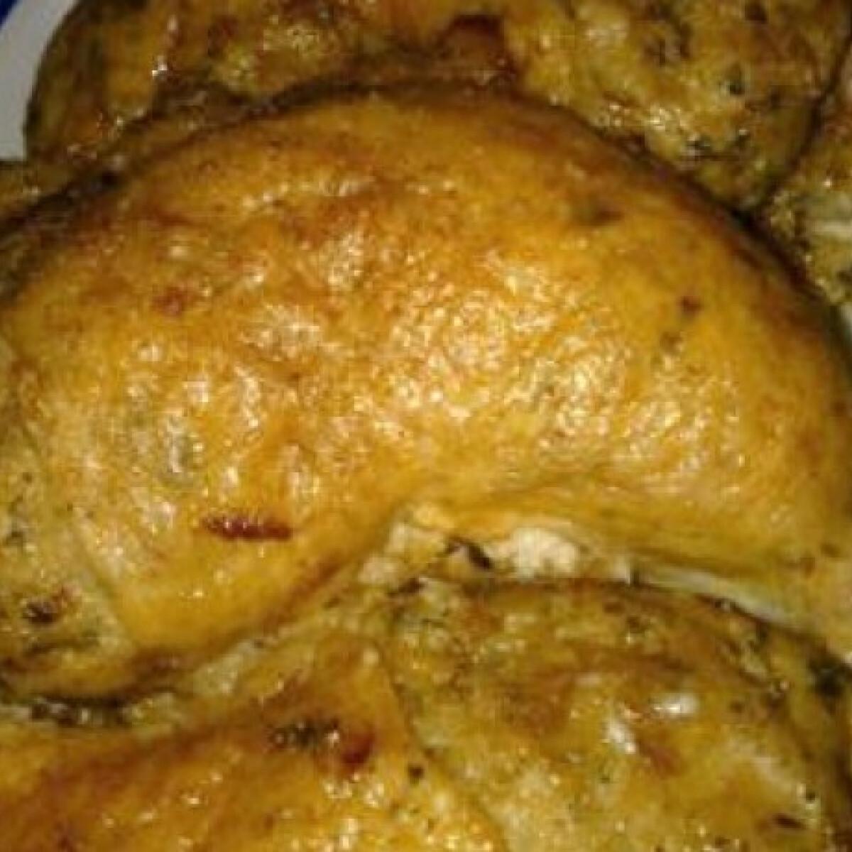 Ezen a képen: Fehérborral locsolt töltött csirkecomb