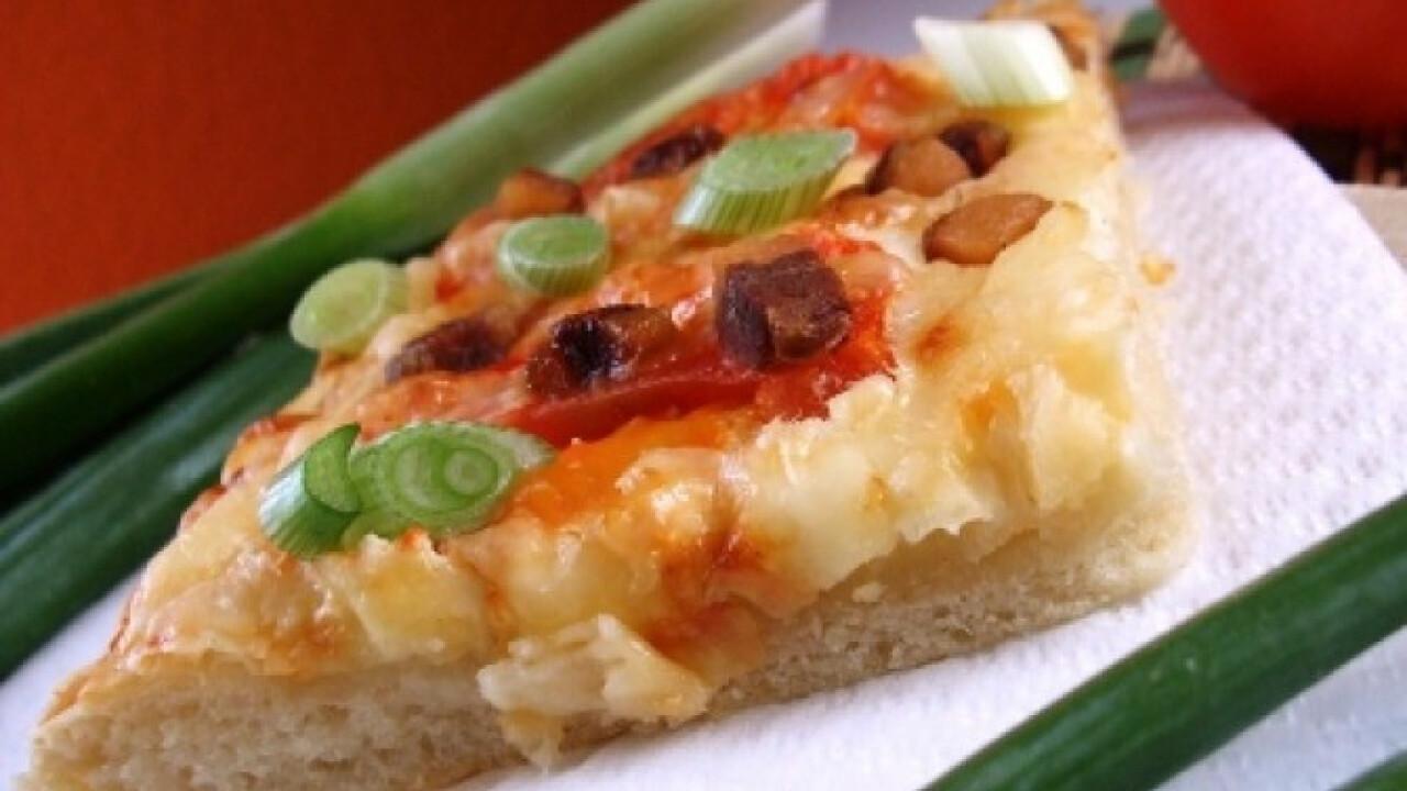 Szalonnás-paradicsomos kenyérlepény