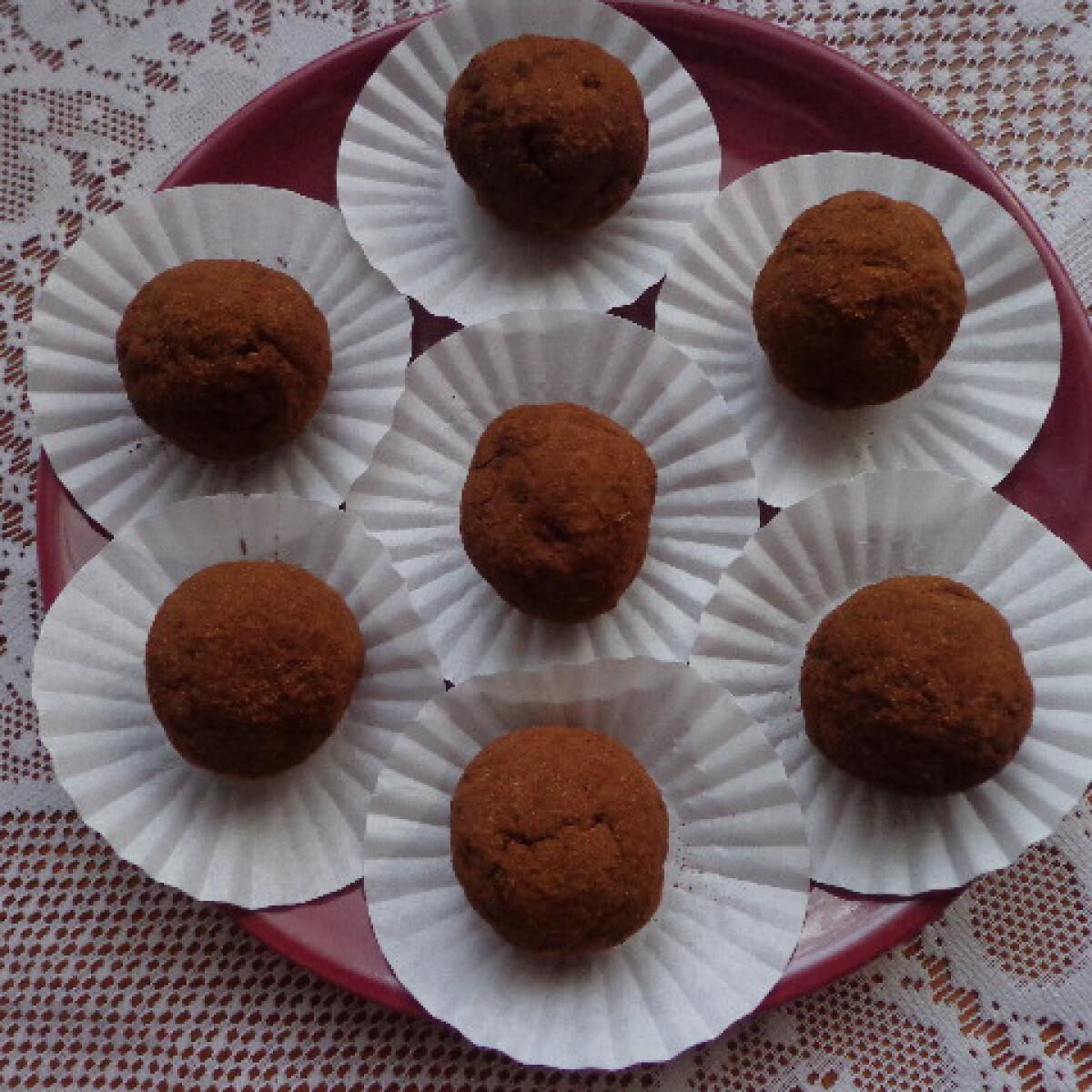 Ezen a képen: Almás-fahéjas kekszgolyók egészségesen