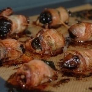 Baconbe göngyölt aszalt szilva