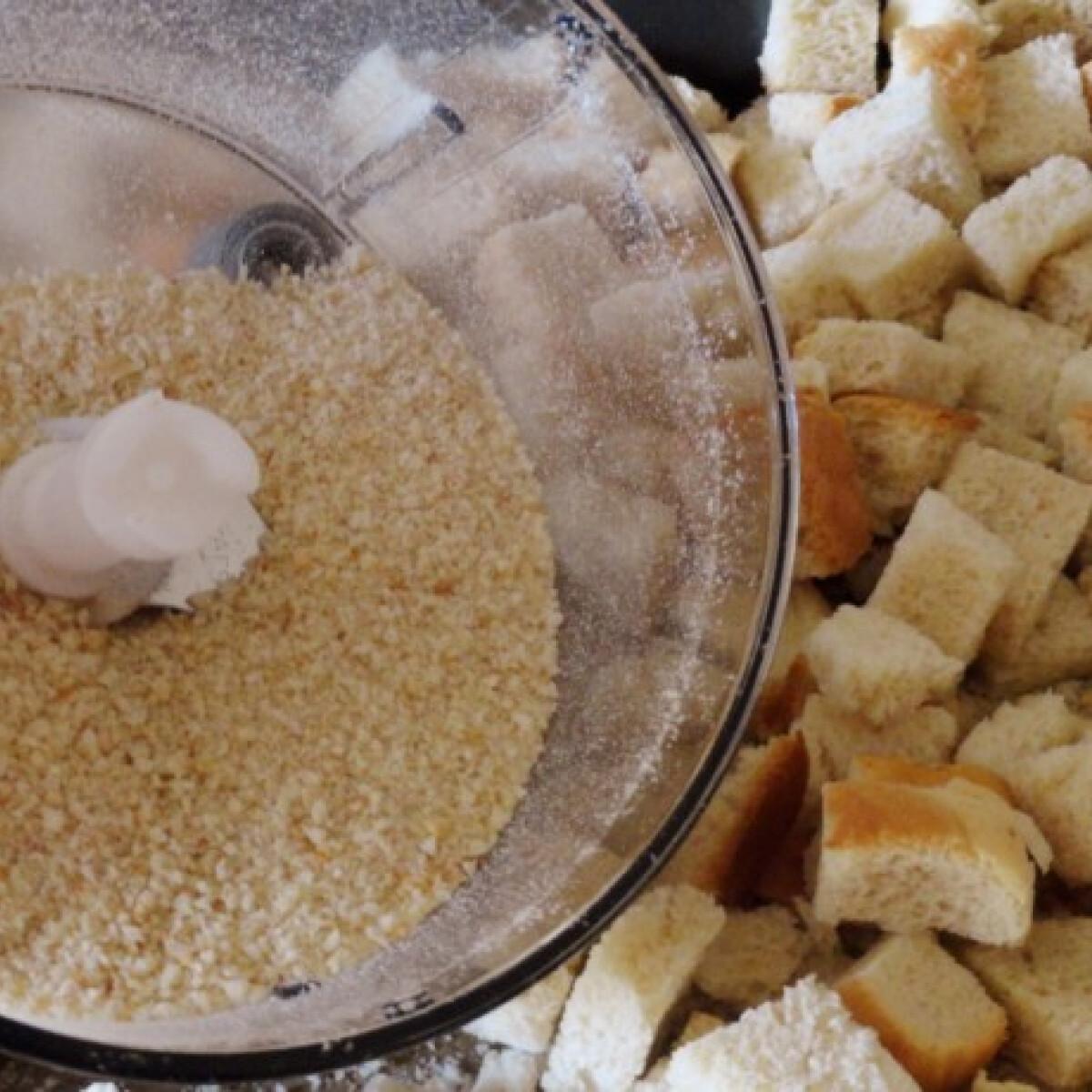 Ezen a képen: Zsemlemorzsa házilag Glaser konyhájából