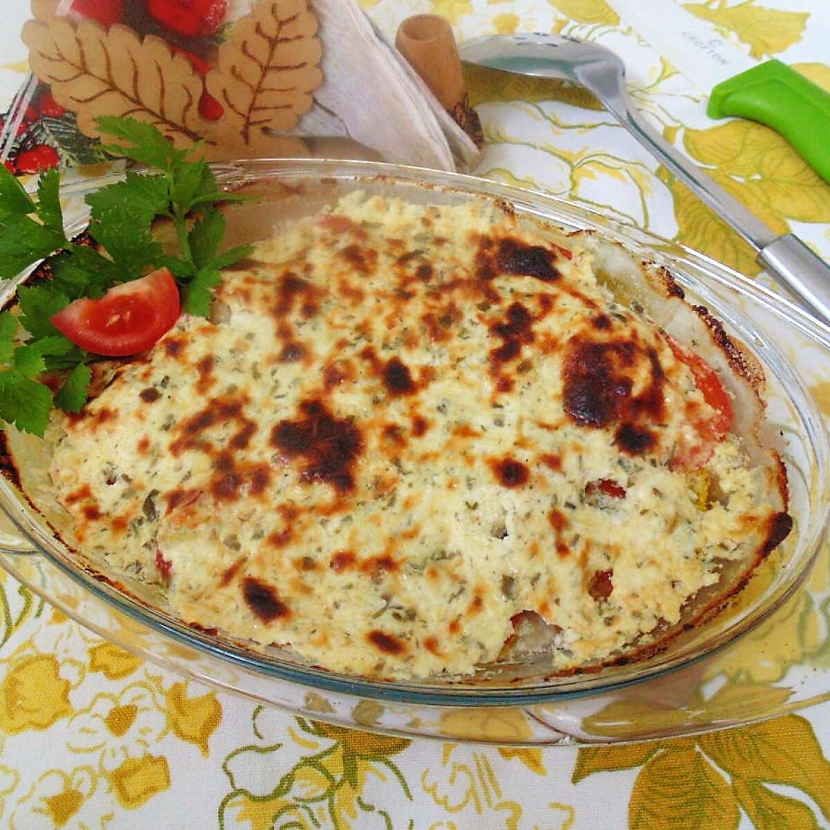 Csőben sült zöldséges hal, sajtos-tejfölös mártással