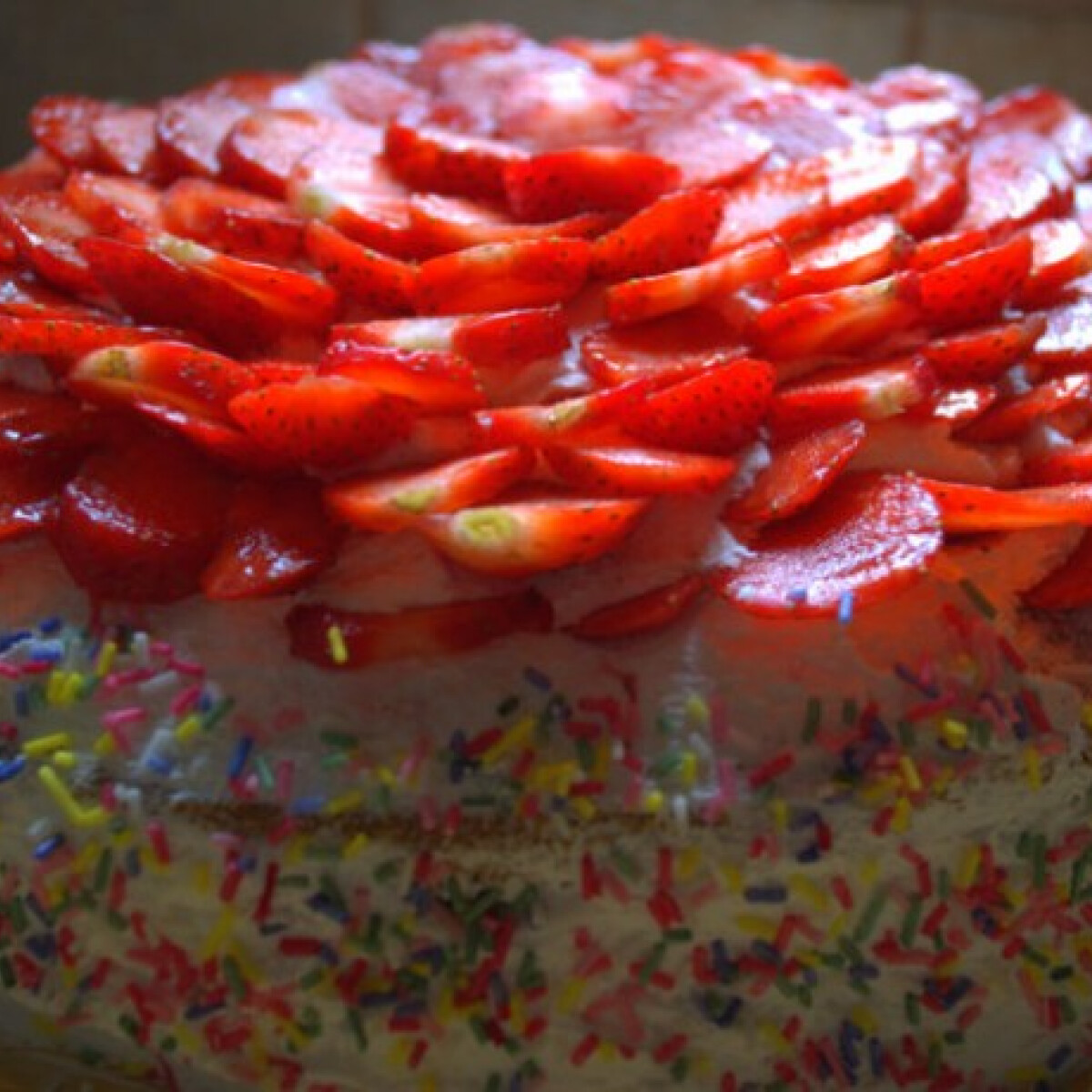 Ezen a képen: Epres joghurtos torta